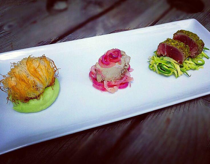 Variazioni di #tonno : Tonno #tataki in crosta di #pistacchi con #zucchine croccanti  tonno in #agrodolce con #cipolleditropea e involtino di tonno in pasta #kataifi su crema di #favette fresche. by estermarras