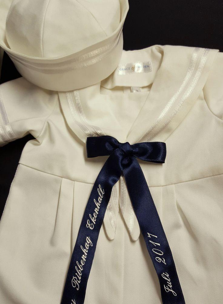 Sjömanskostym med vita band för dop och fest med tillhörande matroshatt. #sailorsuite#sjömanskstym#baby