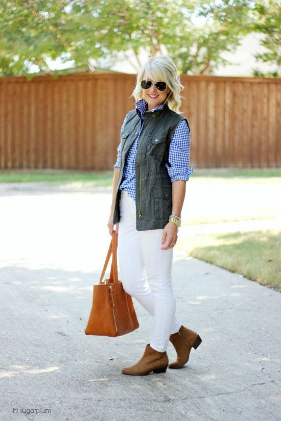 Just because today is October 1st, well past Labor Day, it doesn't mean we have to pack away our beloved white jeans for another year. No ma'am….we can rock those white jeans all year long! But before you get nervous about rules and etiquette, I've got another installment of {5 Ways} for you. My same...ReadMore