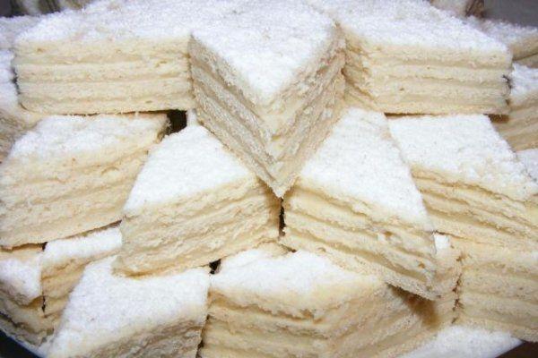 """Vă mai amintiți? """"Albă ca zăpada"""", prăjitura copilăriei noastre! O rețetă simplă, ușor de făcut pentru oricine!"""