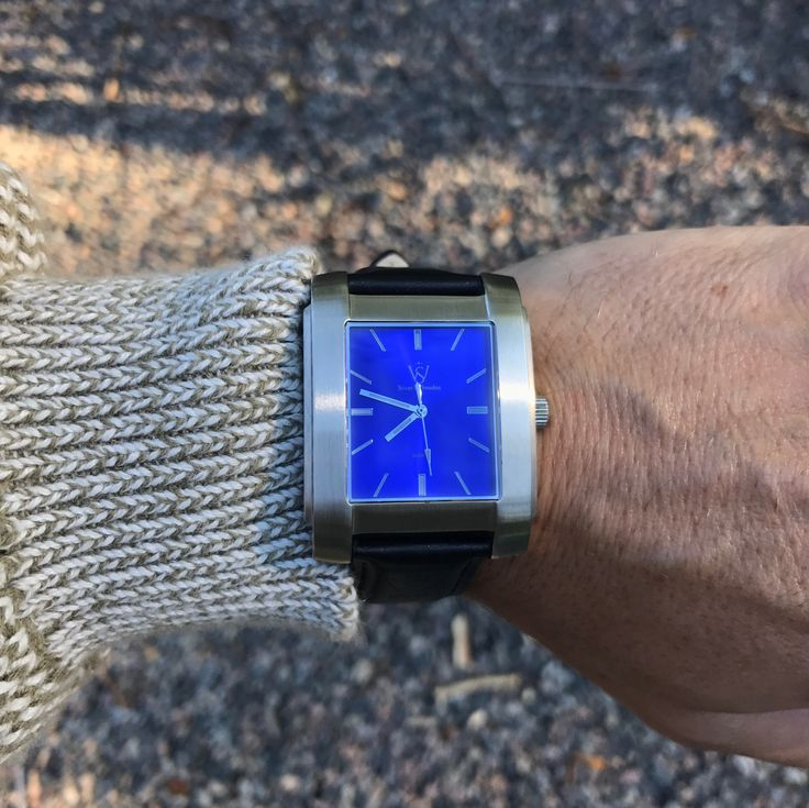 Brushed steel and classic dial.   - Söner by Sweden Style is personal // urban men // mens fashion // mens wear // mens accessories // casual men // mens style // urban living // gift ideas for him // gift ideas for men // quotes // for him // Father's Day // watches // mens warches // men watches // watches for men // men's watch  http://sonerbysweden.com