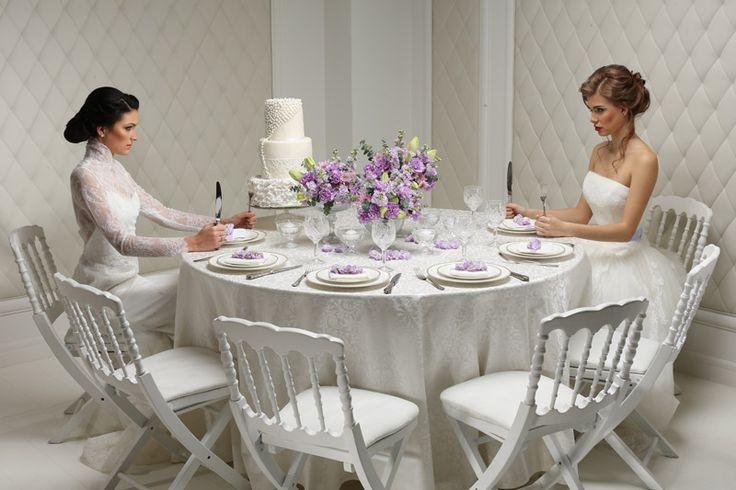Классический стиль свадьбы. Интерьер создан по мотивам фильма Война невест. журнал: Wedding magazine, фотограф: Константин Мохнач