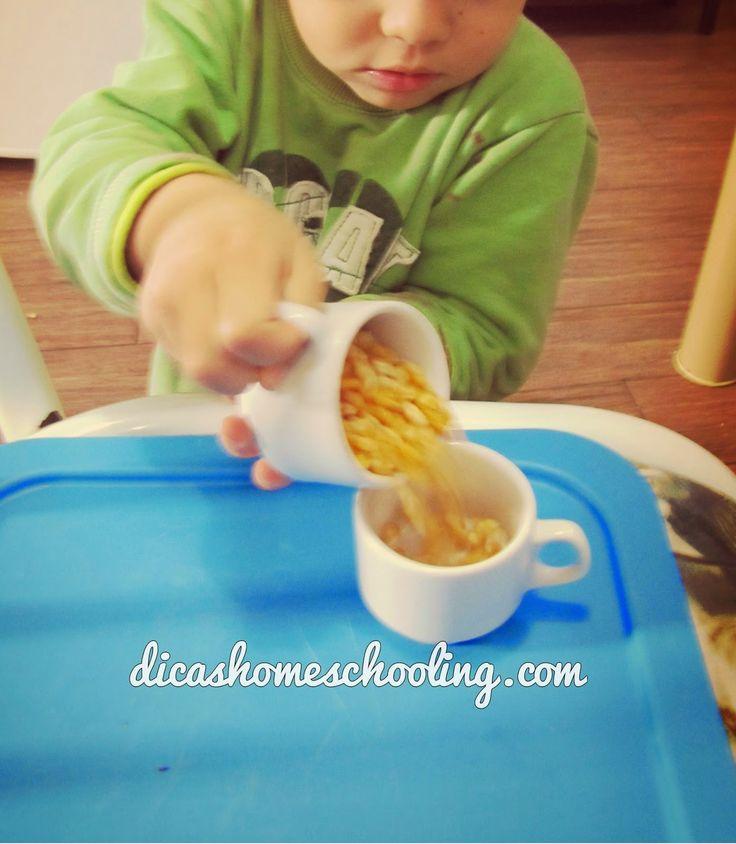 Coordenação Motora Fina: Transferência de líquidos e grãos (Educação Infantil)