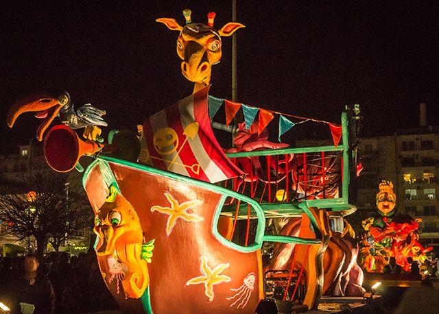Carnaval de Patras, Grèce. http://www.lonelyplanet.fr/article/le-peloponnese-en-10-aventures-incontournables #carnaval #Patras #Péloponnèse #Grèce #bestof #BestinEurope #voyage