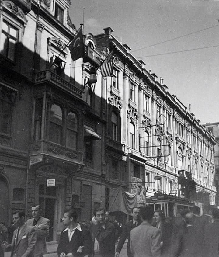 1944, Istiklal Caddesi, #Beyoğlu #İstanbul #birzamanlar #siyahbeyaz #sokak #oldphotos via @alaaddin64 #istanlook