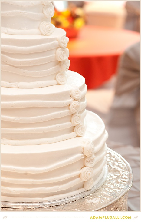 amazing wedding cakes cast button icing and stripe lines wedding cakes and grooms 10712