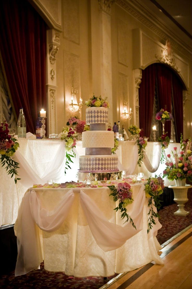 wedding cake tables filewedding cake and decorationjpg wikimedia commons