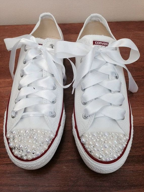 An Absolutely stunning creation perfect for a brides special day or for the girl who loves the personal touch.    Low white Classic converse with