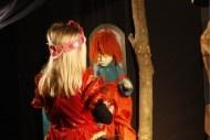 Marionettentheater de Bokkesprong speelt, al 25 jaar, sprookjes en spannende verhalen voor kinderen en volwassenen. Je gaat mee naar een wonderlijke wereld van elfen, heksen, reuzen, prinsessen en draken.     We hebben een prachtig klein theater in Bokhoven en met ons reizend theater gaan we naar basisscholen, kinderdagverblijven, bedrijven en theaters.