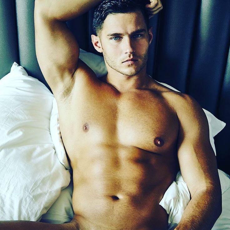 Je suis à vous  #instahomo #gayguy #gaycation #gaycute #boyfriend #gaystagram #gaymodel #instagay #body #sportif #followme #picoftheday #beaugosse #cute #sexyboy #boy #gay Powered by clubjimmy.com