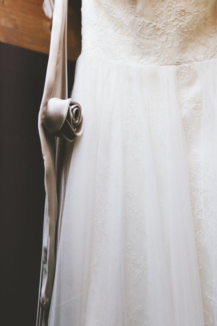 #Vintagedress #Vintagewedding #Detail #Sposa #Gettingready #Vintagephoto #Dress #Bridal #Paolocastagnedi #Castagnedi #Castagnediph #Italianphotographer #Italianphotograpy