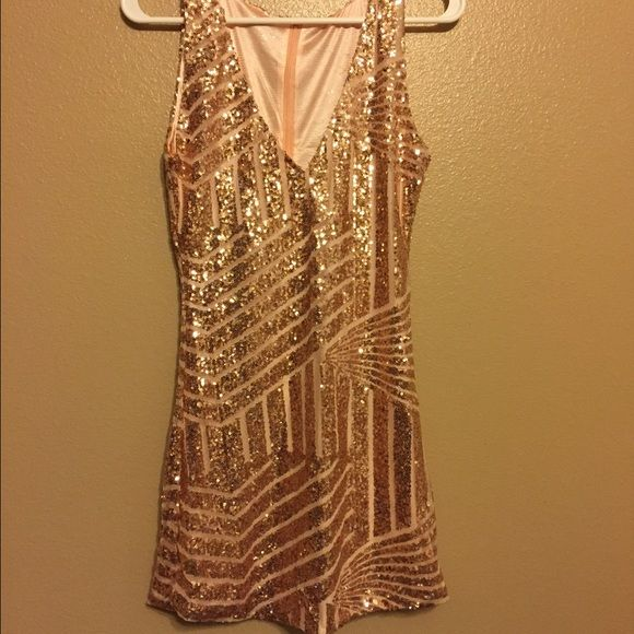 Short sequenced dress Brand new, never worn! Ordered online but didn't fit. Pretty sequence, perfect condition! Dresses Mini