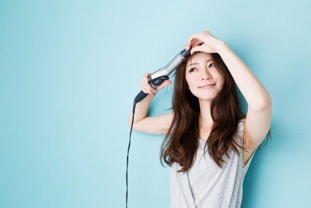 かっこかわいい「かきあげ前髪」!最近では、芸能人の方やモデルさんでも流行っているようで、かきあげ前髪が大人気となっています♡思い通りに髪が流せなかったり、やり方がわからない人もたくさんいると思うので、今回は誰でも簡単にできる「かきあげ前髪」のやり方・作り方を教えます!☆