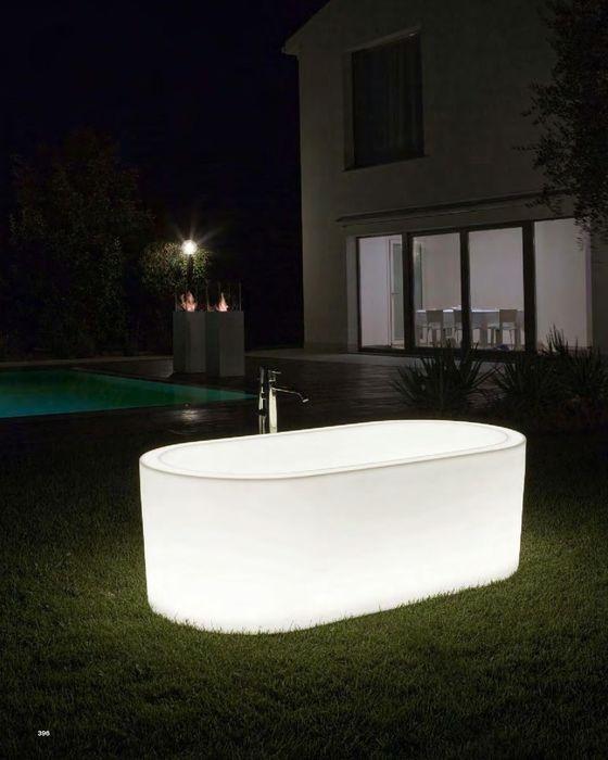 Kompletní kolekci luxusního vybavení do koupelny, včetně této svítící vany neleznete na našich internetových stránkách. Více zde: http://www.saloncardinal.com/antonio-lupi-2cd
