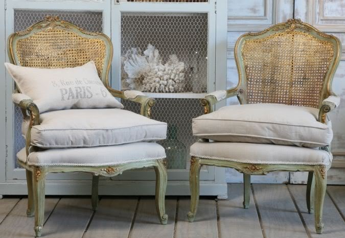 french linen  chairs: White Color, La Linen, French Gardens, Garden Houses, Vintage Armchairs