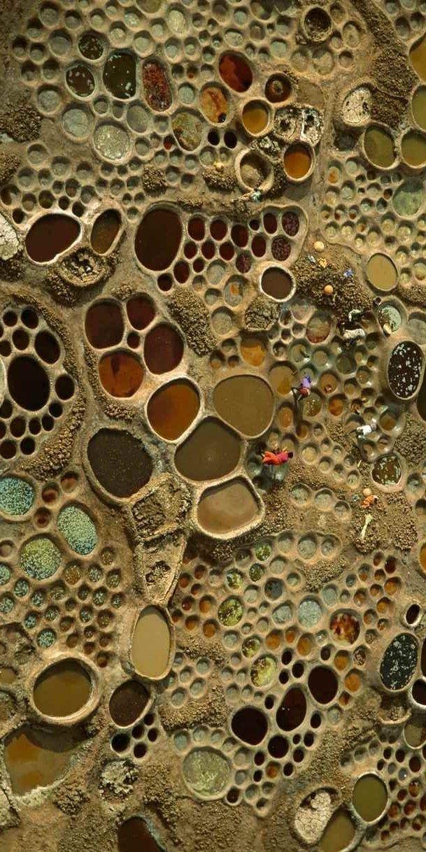 (Wider view of) saltworks in Niger by George Steinmetz - aerial photography