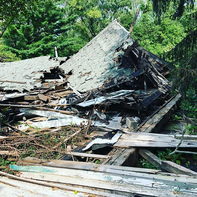 Collapsed Barn Demolition Cleanup Buffalony Barndemo Demolitioncontractors Demo Wrecking Collapsedb Construction Group Construction Services House Styles