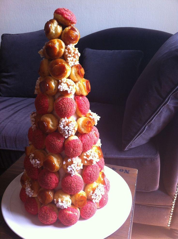 Pièce montée de choux à la crème pâtissière au café, décoration : craquelin rose | AKalie – Blog culinaire d'Aurélie Kalt