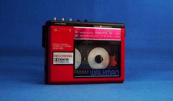SONY ★ FM/AMラジオ付 ウォークマン/ WALKMAN ★ WM-F65 ★ 赤_画像1
