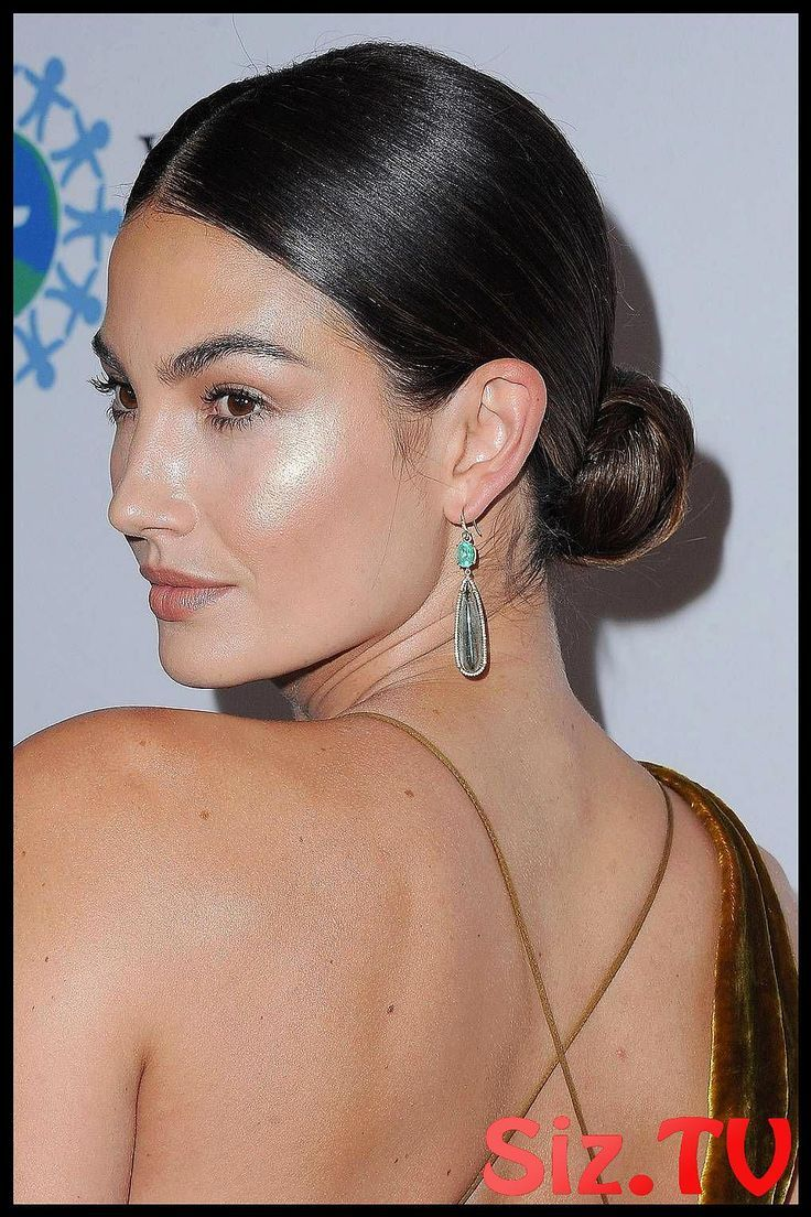 These Messy Buns Are Totally Humidity Proof These Messy Buns Are Totally Humidity Proof Messy Buns And Tidy Topknot Hairstyle Trends Of 2019 To Get Yo