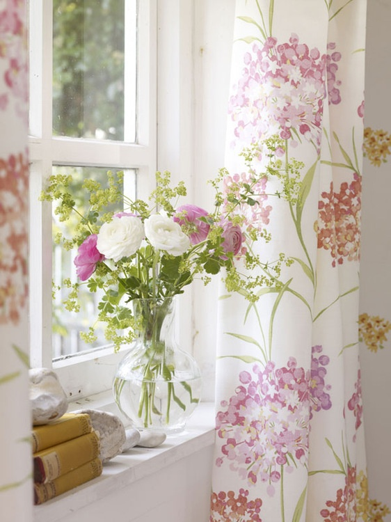 I love my pretty window, it makes me smile when I wake up each morning...