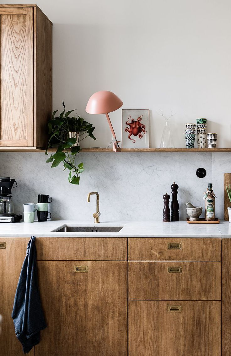 Kitchen in marble and wood