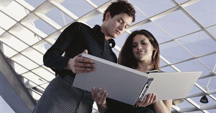 Estructura organizacional típica de una pequeña empresa. Las empresas utilizan las estructuras organizativas para caracterizar sus constituciones jerárquicas y flujos de trabajo. Las empresas eligen la estructura organizativa que mejor se adapte a ellas sobre la base de factores tales como su tamaño, clientes, empleados y productos que fabrican. Las pequeñas empresas utilizan básicamente una estructura ...