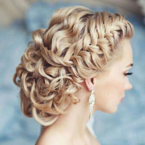 Attaché, semi-attaché, boucles lâches...tout est permis le jour de votre mariage! Vous manquez malgré tout d'inspiration pour votre coiffure de mariée? Nous avons sélectionné pour vous 20 coiffures sur Pinterest!