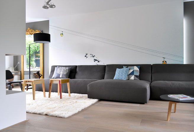 strak stucwerk, houten vloer, wollen tapijt, oude details