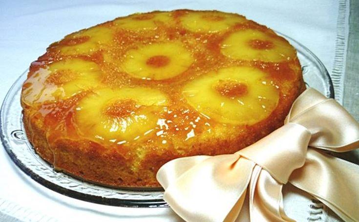 Ingredientes: 250g de farinha 250g de açúcar 6 ovos 1 lata de ananás 6 colheres de sopa de calda de ananás 1 colher de chá de fermento em pó 250g de açúcar para caramelizar* e forrar a forma Preparação: Pré-aqueça o forno a 180ºC. Batem-se as gemas com o açúcar até ficarem brancas. Juntam-se 6 …