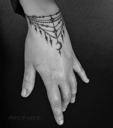 17 meilleures id es propos de tatouages de bracelet sur cheville sur pinterest tatouages au - Tatouage manchette poignet femme ...