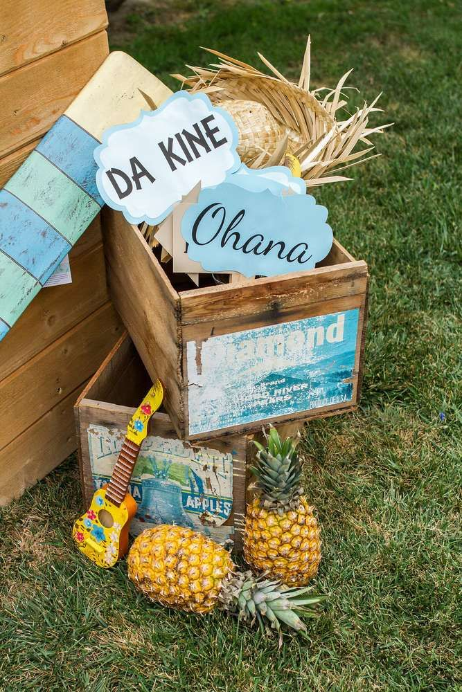 Vintage Luau / Vintage Hawaiian Birthday Party Ideas | Photo 1 of 75 | Catch My Party