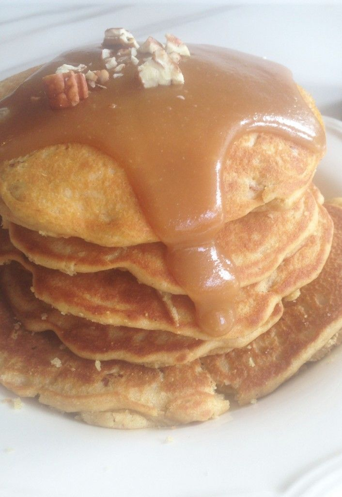 Pecan Cornmeal Pancakes with Easy Homemade Caramel Sauce. Perfect Sunday morning breakfast in the fall. #easyrecipe #thegoldlininggirl
