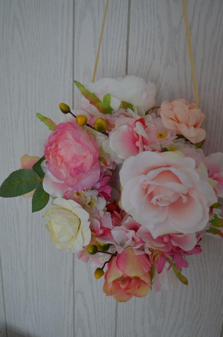 bloemenkrans flowers flowerwreath babygirl nursery flower babykamer interieur interior diy
