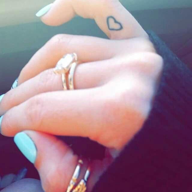 Heart. Finger tattoo. Best friends.
