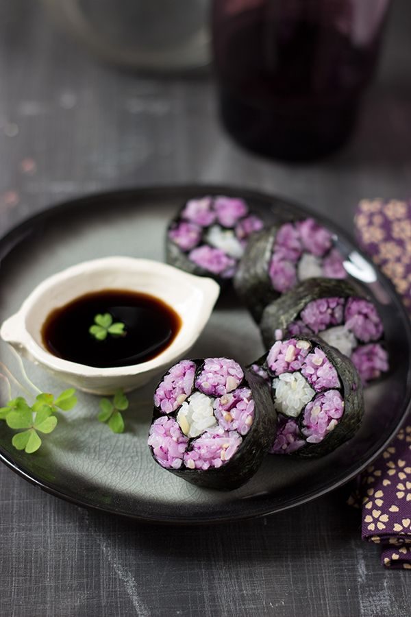 Maki flowers with red cabbage and pine nuts.