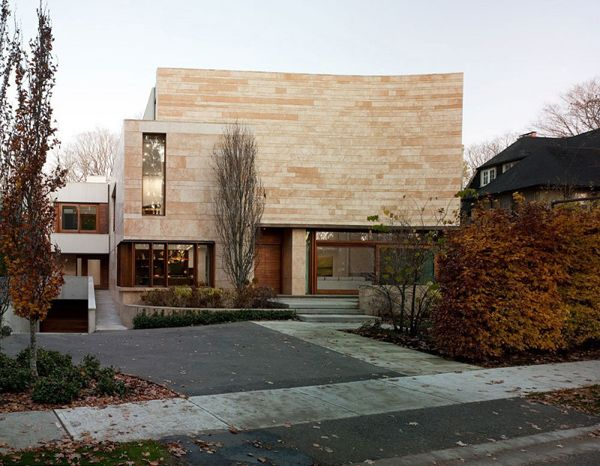 Toronto home integrated into nature: Ravine Residence