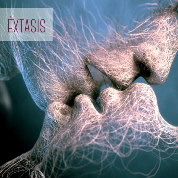 """Un concepto importante para entender la transcendencia de la sexualidad es que el estado del espíritu es """"Éxtasis"""". Toda experiencia que nos permita trascender nuestra condición humana y nos hace conectar con lo espiritual se vive en forma de éxtasis (Ejemplo: el sabor exquisito de la comida o un intenso amor que expanda el corazón) La experiencia humana más intensa que conecta con el éxtasis es la sexual, podemos saborear, hacer contacto y de """"vivir"""" en el espíritu."""