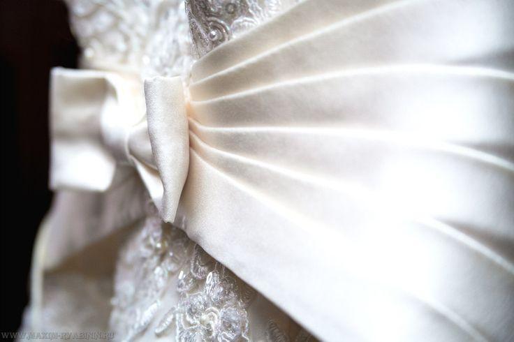 платье бант фотография съемка репортажная mvryabinin фотограф Максим Рябинин свадебная свадьба на природе