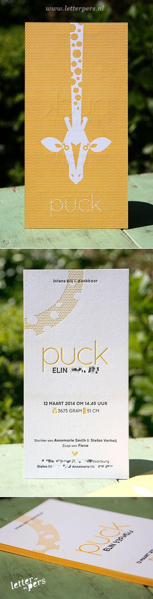 letterpers_letterpress_geboortekaartje_-puck_geel_polkadot_stippen_giraf_vrolijk