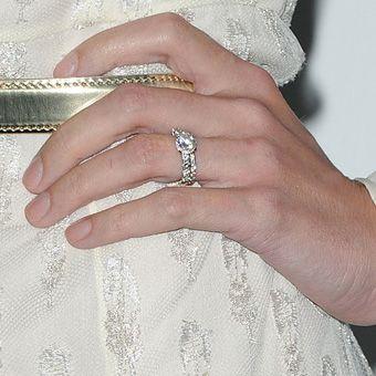 I want Jaime King's engagement ring!