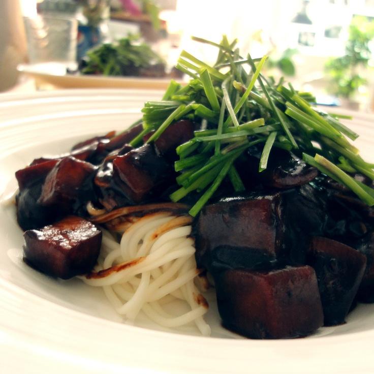 Vegan jajangmyeon (black-bean-sauce noodles) by HoniBee.    #Chinese food #Veganfood #noodle #Vegan
