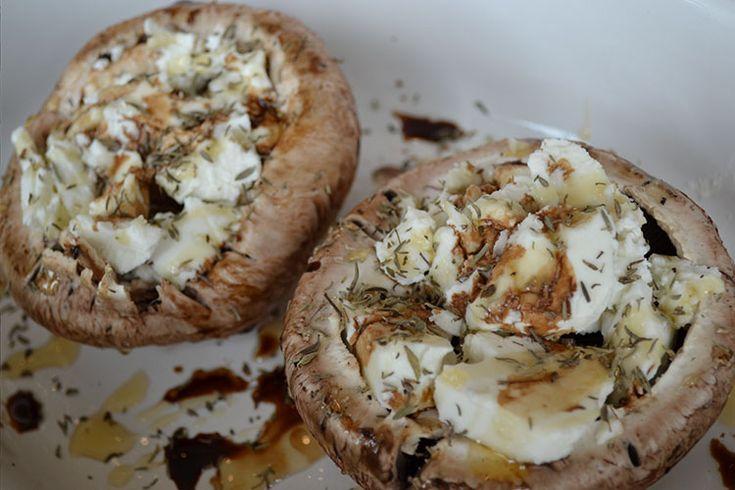 Portobello met geitenkaas is echt zo lekker en het voordeel is; het is ook nog super makkelijk te maken. Je kan het eten als gerecht …