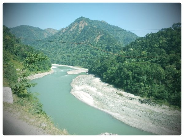 The terrains of North East India seen while leaving New Jalpaiguri to Darjeeling. That's the Teesta River..