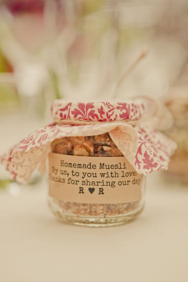 Definitely want to do some kind of homemade yummy favor for guests to take home. #wedding #guest favor #cadeaux d'invites