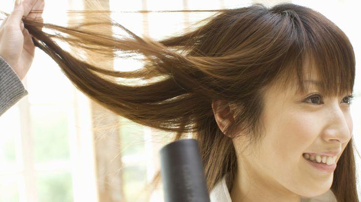 Der erste Schritt zum Stylen von Haaren für Ihr rundes Gesicht besteht darin, sicherzustellen, dass Ihr Gesicht tatsächlich rund ist