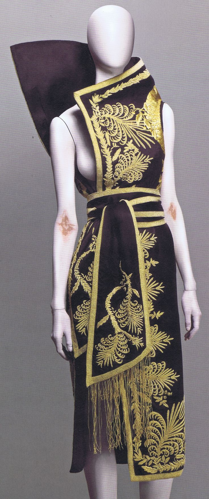 Ok. Now, I just need to money to buy this and a place to wear it ;) Alexander McQueen