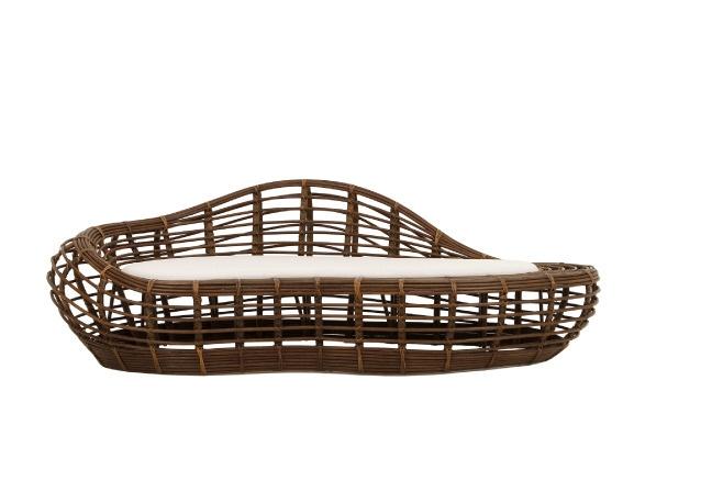 sofá tung, da breton actual | estrutura em apuí e amarrações em junco; tecido de sarja na cor gelo