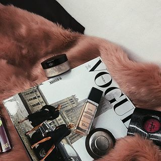 Favs 🌹✨💞 #diormakeup #beccacosmetics #beccahighlighter #lauramercier #lauramerciertranslucentpowder #vogue #voguepolska #instapic #makeupstuff #girlsstuff #blackopium #picoftheday #l4l #f4f #followme #makeup #foundation #powder #highlighter
