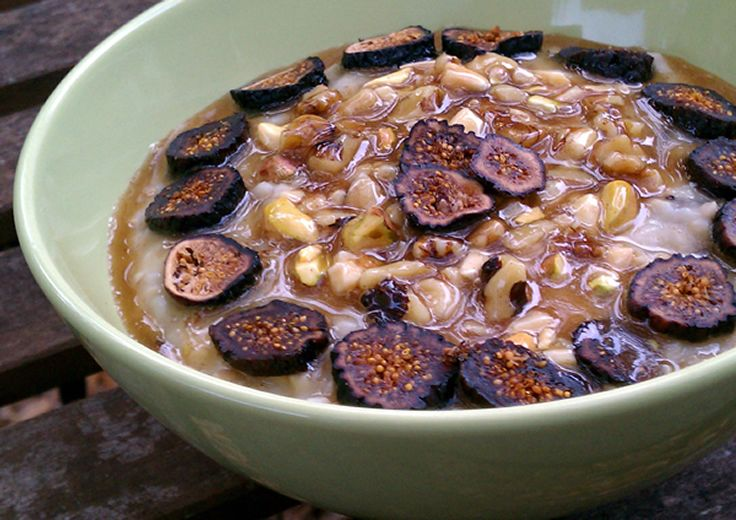 Vanilla fig steel cut oats topped with mixed nuts in a sticky sweet syrup.